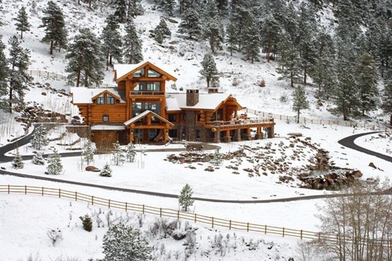 Amazing Log Home Winter