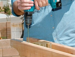DIY Backyard Pergola - Installing the crossbeam