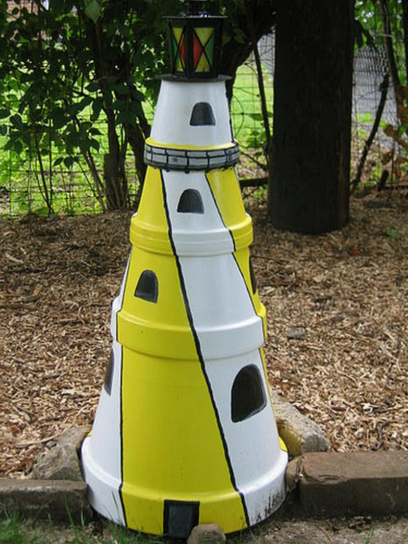 Diy clay pot lighthouse the owner builder network for Faros para jardin