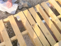 DIY Pallet Deck - Pallet with support boards for structure