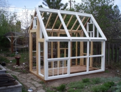 DIY Repurposed Windows Greenhouse - Building the roof