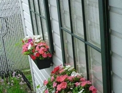 Now isn't this a clever way to recycle old windows!