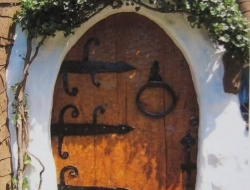 If this doesn't look like a doorway to a hobbit home, I don't know what does!