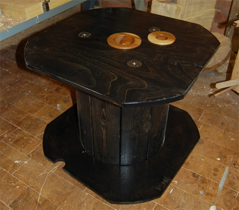 Repurposed wire spool ideas spool tables furniture for Wooden wire spool ideas