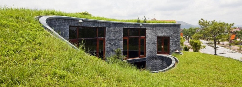 The green roof and central courtyard create natural air-conditioning...