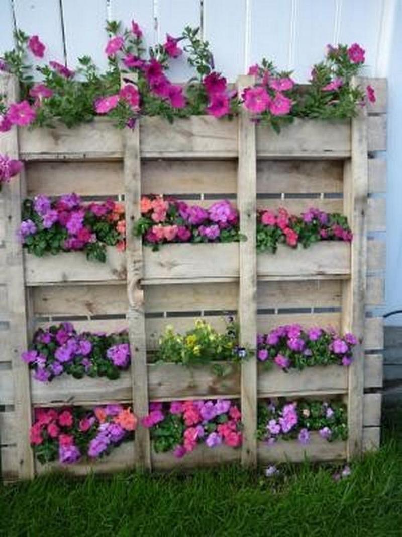 Подставка для цветов из поддонов