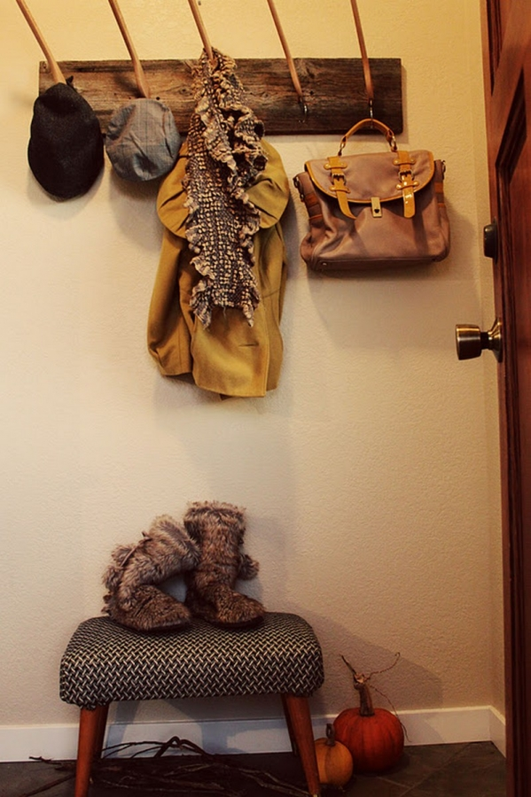 Diy coat and hat rack the owner builder network for Percheros para bolsos