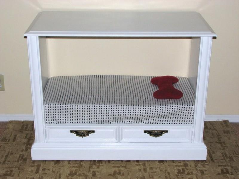 DIY Old TV Dog Bed