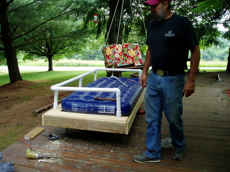 DIY Repurposed Pallet Day Bed - Rail attached and air bed