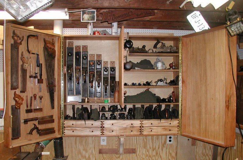Полочки под инструмент в гараж