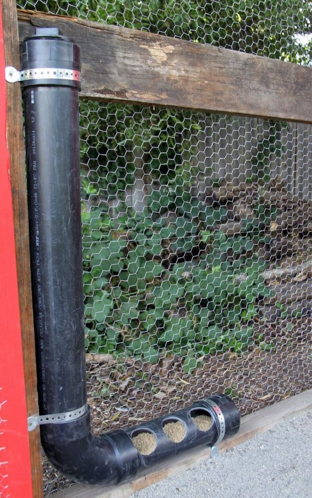 How to build an inexpensive chicken feeder from pvc the for Abreuvoir lapin fait maison