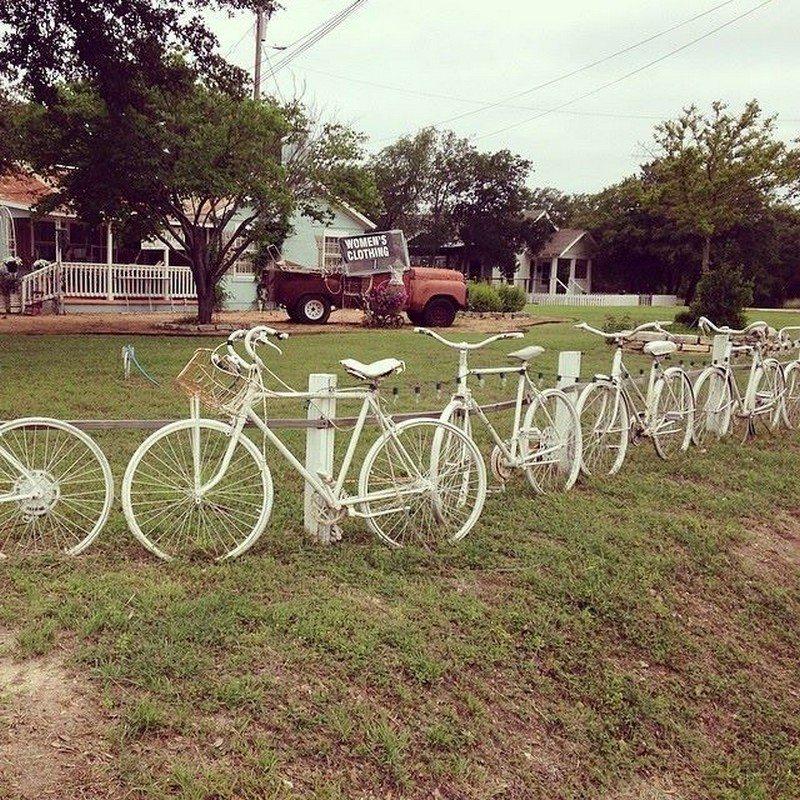 Fence Display Ideas: Nine Ingenious Recycled Fence Ideas
