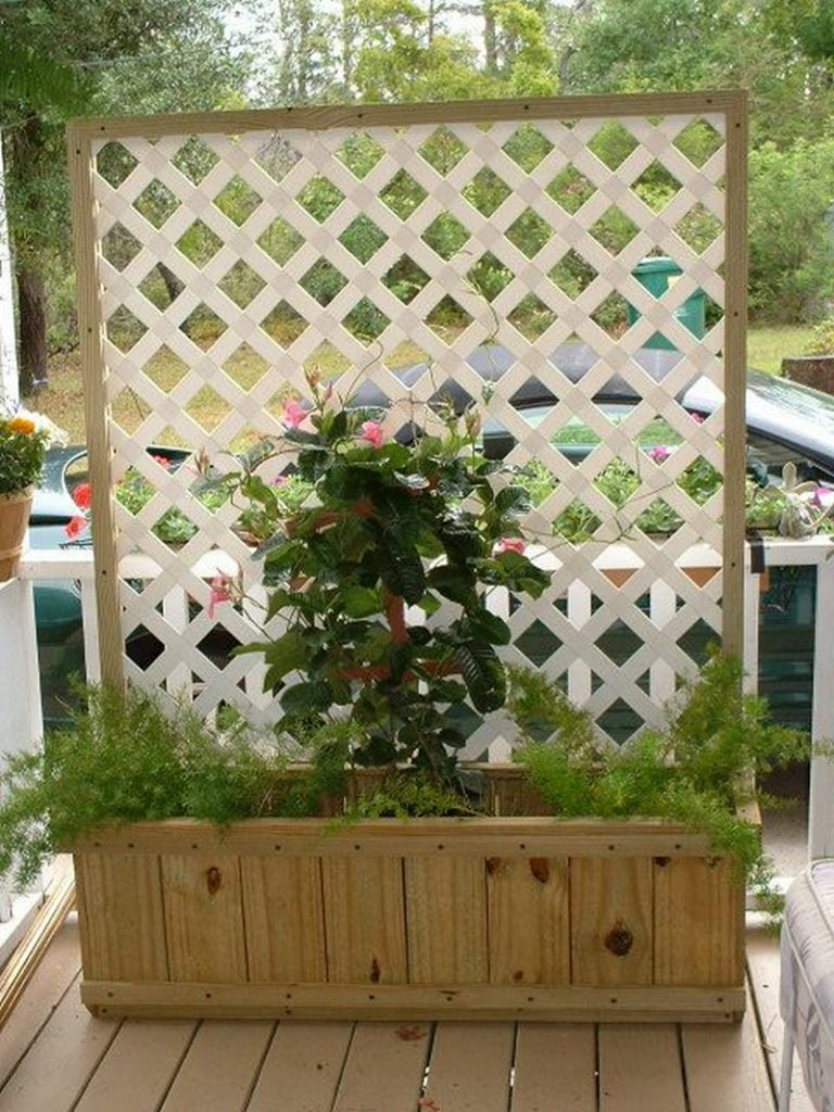 recycling and upcycling then this is the privacy screen idea for you