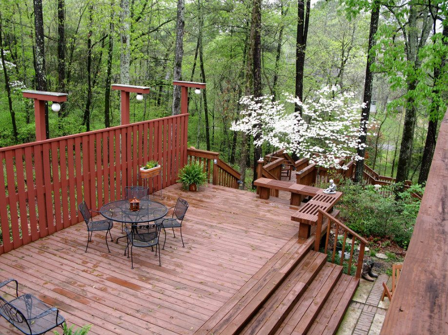 A great example of how a deck can make a steep block more livable. (image source: redagainPatti, Flickr)