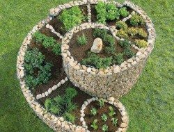 How cool is this spiral herb planter!