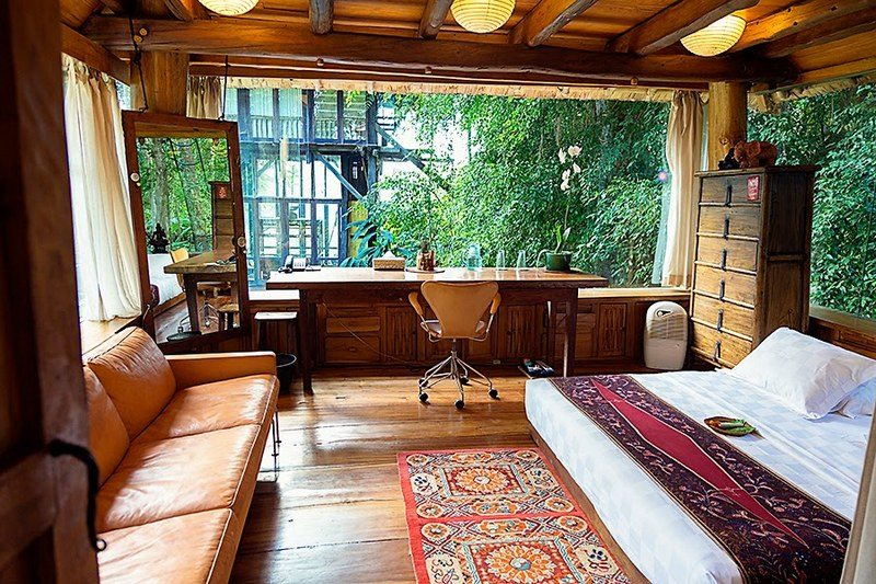 Isn't this a beautiful setup for a home office? But the question is: Would you get any job done?