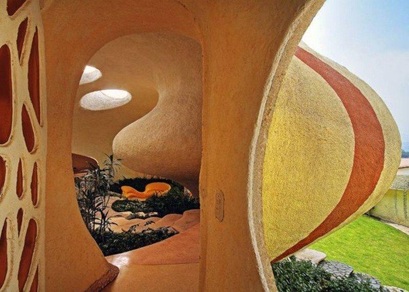 The Nautilus House - Entry