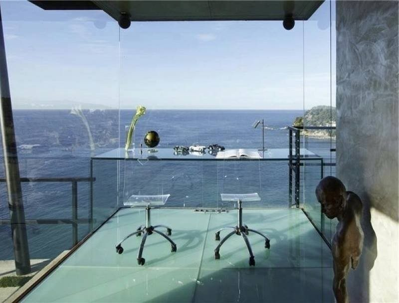 Aside from the fact that this has to be the tidiest home office on the face of the planet, do you actually think you'd get any work done with that view?