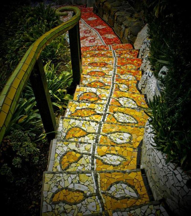 We've mentioned before the importance of ensuring that mosaic paths always have a rough finish, either by using tiles, stones etc that have a rough finish or by putting a non-slip coating on your finished product.  Here's a classic example of a mosaic staircase that could be very slippery (and dangerous) when wet.