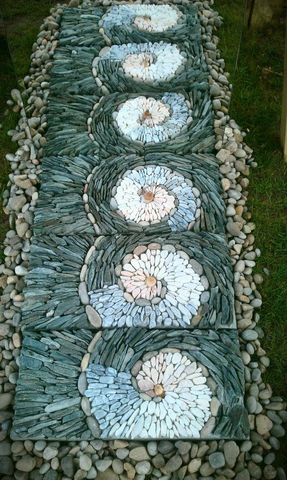 Slate and pebble mosaic illusion