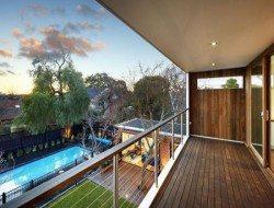 a balcony off the main bedroom,
