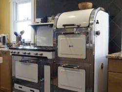 Would you like a bit of vintage in your kitchen? Will this do it for you?