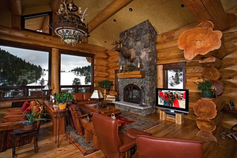 Amazing Log Home - Family Room