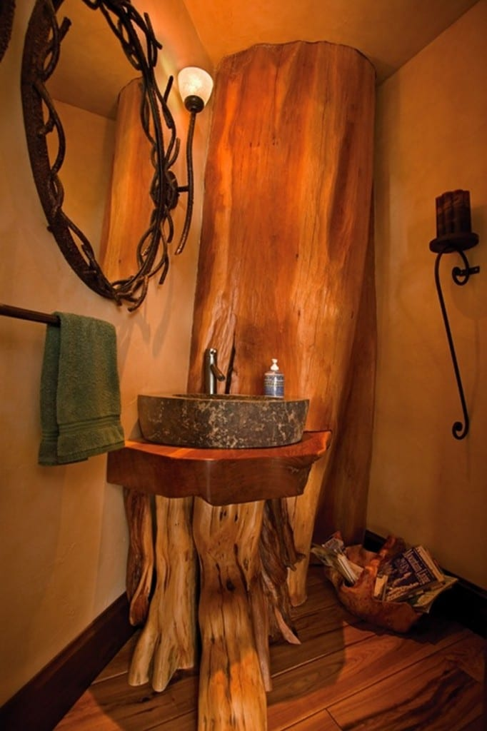 Amazing Log Home - Guest toilet