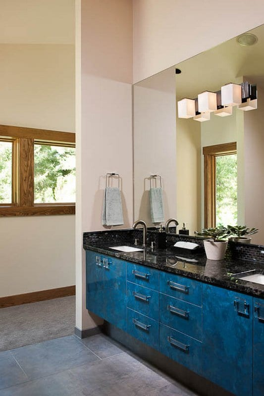 Clean Modern Bath Space - MTN Architects