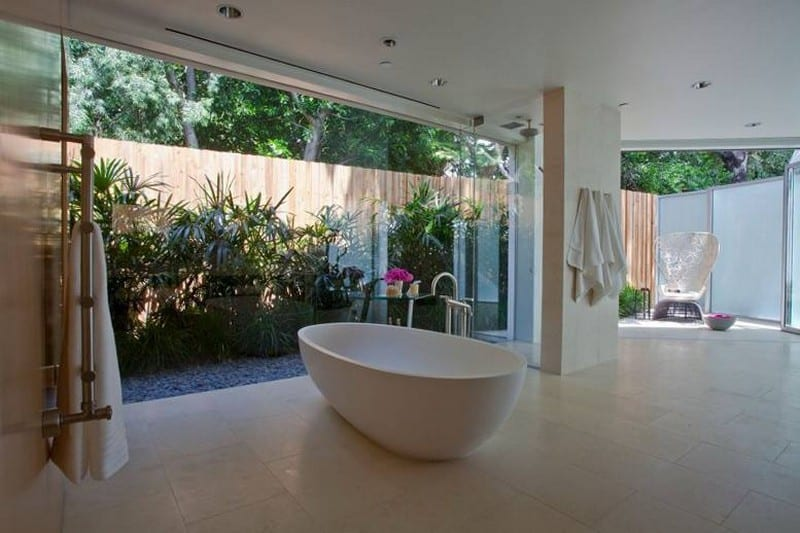 I'm pretty sure I've lived in houses smaller than this bathroom. Is it a waste of space or something dreams are made of?