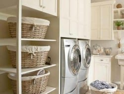 Isn't it true that in most homes the laundry is almost the 'forgotten' room? I love this one for its pristine feeling but it would look like that for less than five minutes in my house. Is this OCD territory or do you think laundries can really look like this?