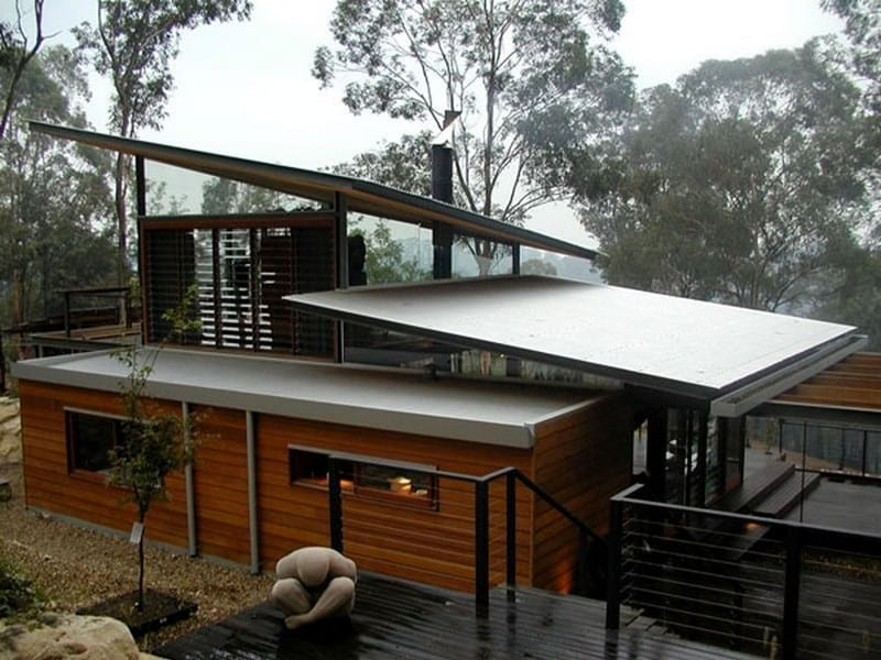 The original hut has been incorporated into the design - Bowen Mountain House - New South Wales, Australia