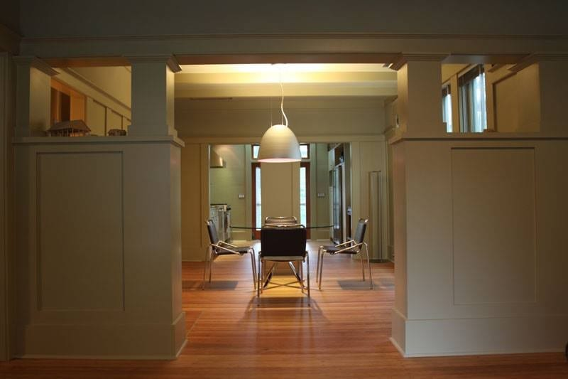 Here's a (in our humble opinion) lovely formal dining room by architect, Nick Deaver. What are your thoughts?