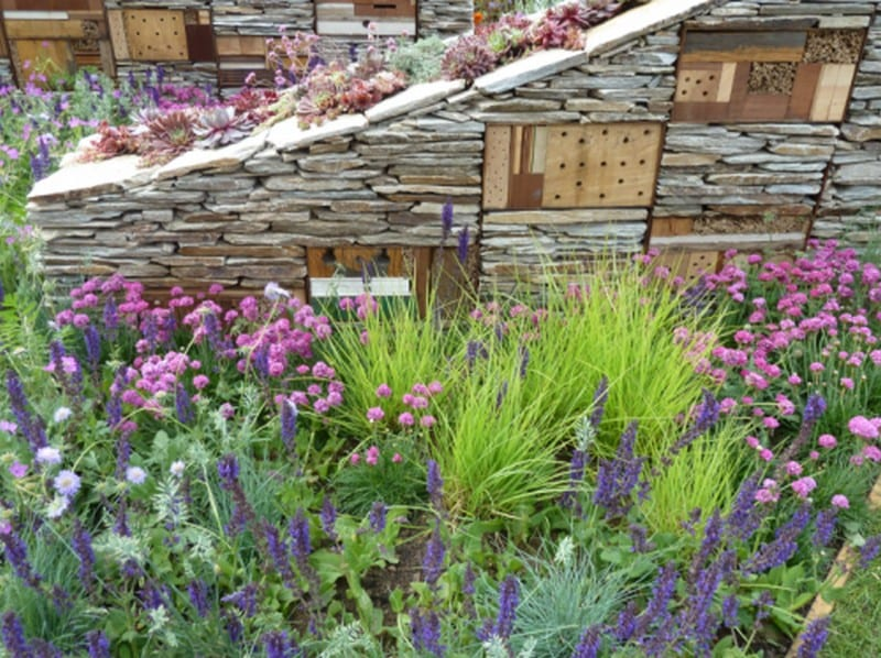 So often when we post outdoor ideas, we see lots of comments relating to spiders and other creepy-crawlies [ See - we do read your comments :-) ]  This dry stone wall just gets straight to the point - there will be creepy-crawlies. The wooden inserts are
