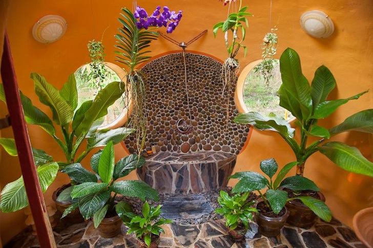 Thai Dome by Steve Areen - The bathroom