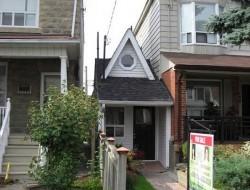 Toronto's Tiniest Home by Arthur Weeden - Toronto, Canada