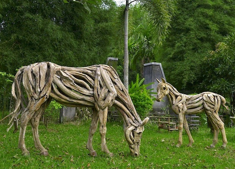 Trash imagination sculptured excellence the owner Driftwood sculptures for garden