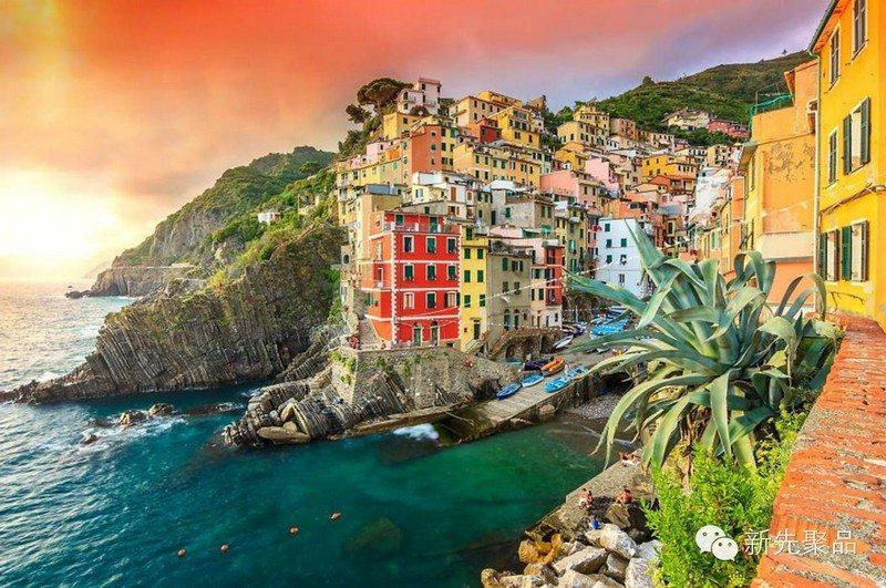 Living on the Edge - Riomaggiore, Italy