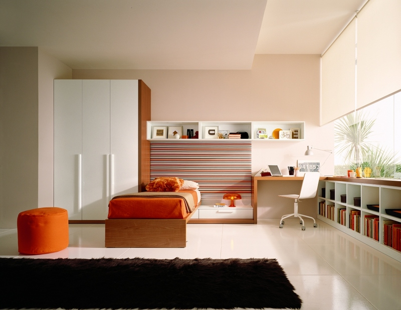 Organized Teenage Girls Bedroom