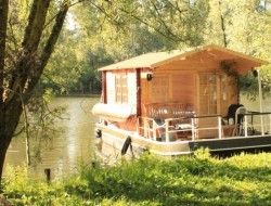 Euro Floating Cottage by Euroship Services - http://www.euroship.hu/index.php?pageid=78&language=hu&language=en