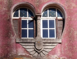 Do you think this heart shaped window would be as obvious if the wall was a different colour?