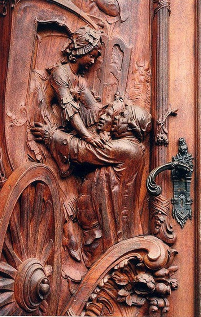 What an absolutely amazing entry door.