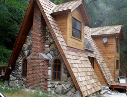 Vocabulary test again! Describe this cabin using five words or less.