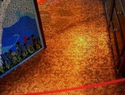 Do you remember our 'penny floor' post a couple of days back? We've discovered it's the work of Amanda Edwards of Mandolin Mosaics. You'll find complete instructions on her site at http://www.mandolinmosaics.com/installations.php