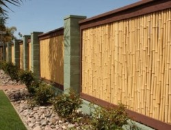 Who likes bamboo fences? This is true DIY country. Would you like to see more fences like this?  Like, Comment and Share and we'll deliver!