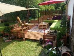 Here's another example of how to create an entire outdoor area using the humble pallet.