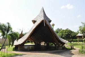 Panyaden School – bamboo, adobe and rammed earth