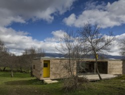Casa B - dressed in yellow - Segovia Spain