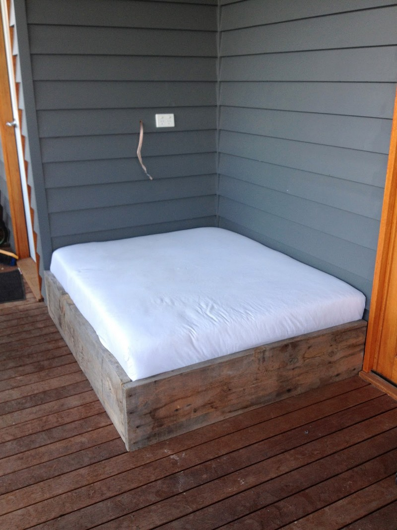 Easy Diy Daybed Mattress Cover : Make a day bed from reclaimed timber – The Owner-Builder Network