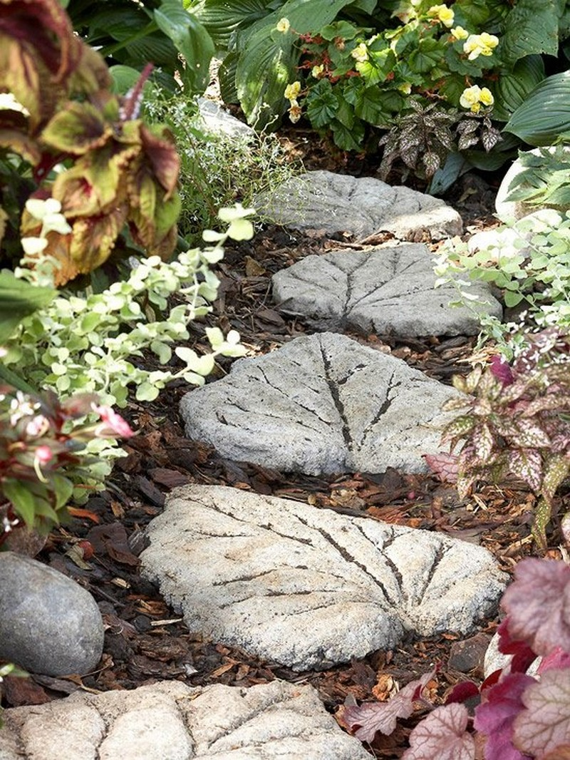 Diy leaf shaped stepping stones the owner builder network - Concrete projects for the garden ...